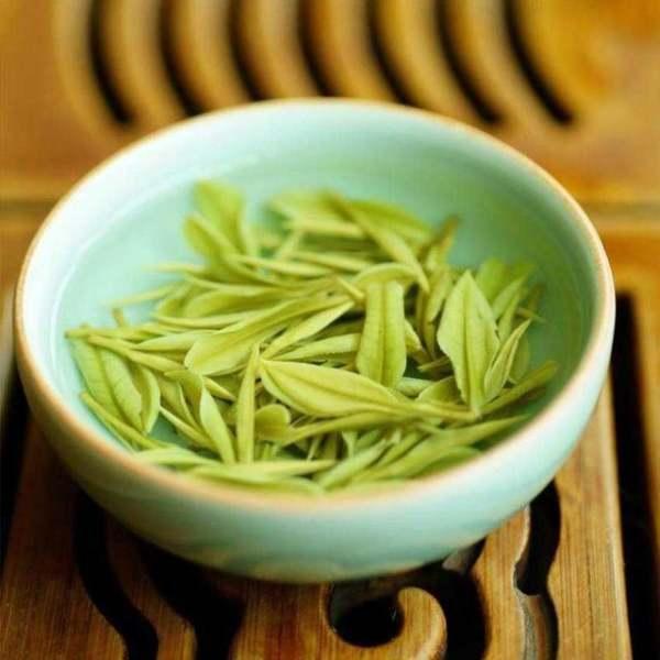 """绿茶为何""""最忌讳""""先放茶叶再倒水?"""